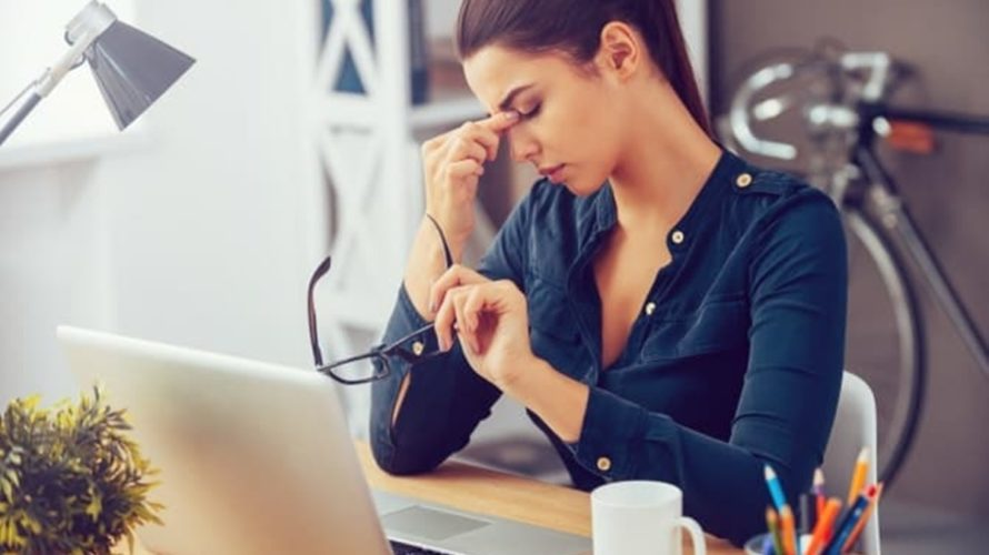眼精疲労は取引ツールを使う個人投資家共通の悩み